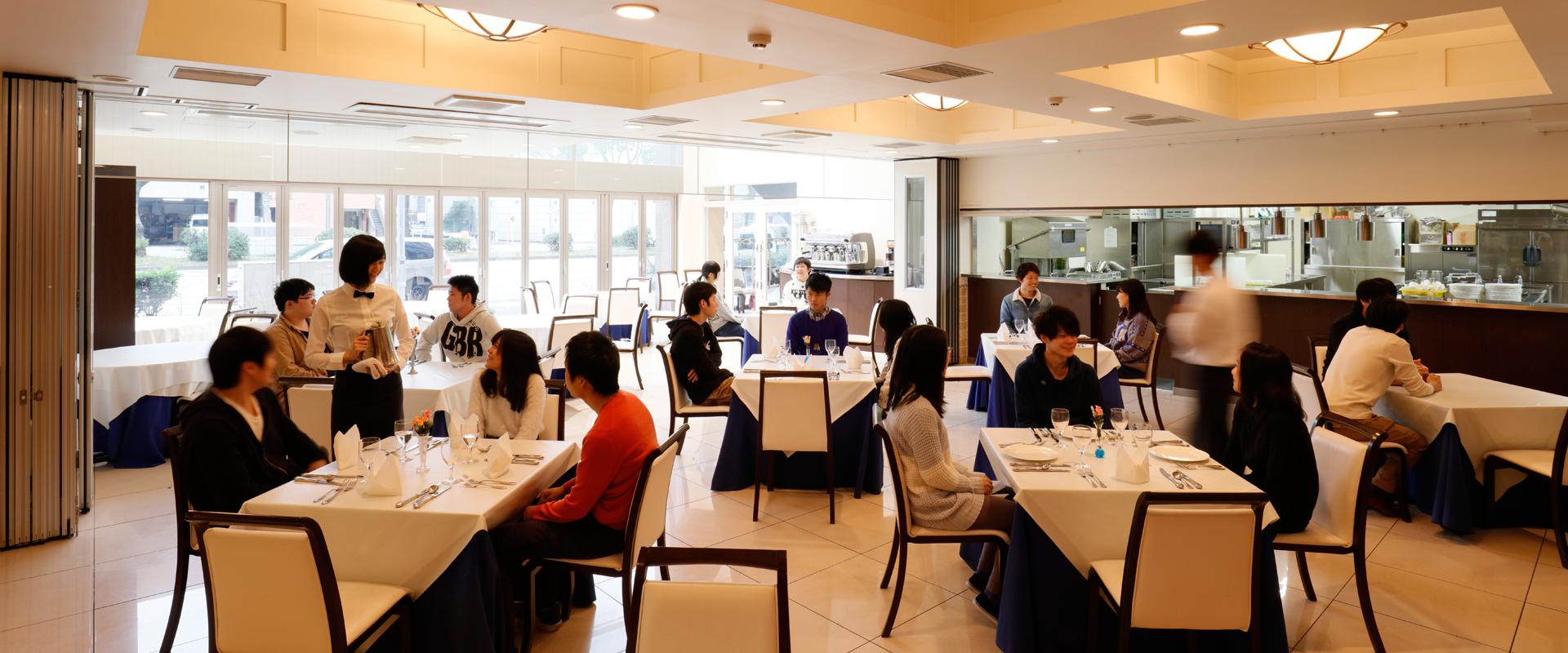 学内レストラン「ラ・メール」での本番さながらの学び